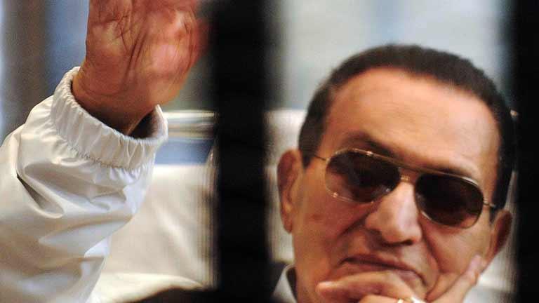El ejército ordena arresto domiciliario para el expresidente Hosni Mubarak