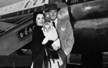 Elizabeth Taylor con su segundo marido, el actor británico Michael Wilding,y uno de sus hijos