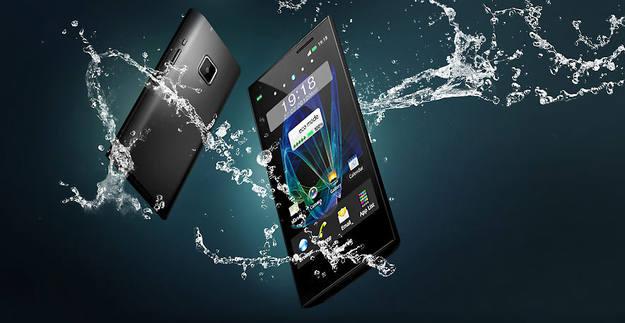 El Eluga de Panasonic se puede sumergir hasta 1 metro bajo el agua durante 30 minutos.