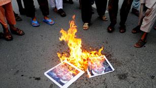 Ver vídeo  'Las embajadas se blindan en viernes de oración ante el temor a posibles ataques'