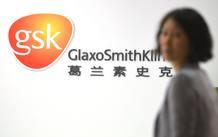 Una empleada de la farmacéutica británica GlaxoSmithKline (GSK) en la sede de la compañía en Shanghai