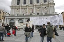 Los trabajadores del Teatro Real, en una concentración de abril de 2012