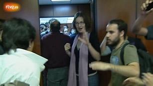 Ver vídeo  'Empujones en la consellería de Educación de Baleares entre responsables y estudiantes'