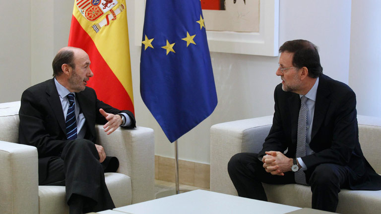 Primer encuentro entre Rubalcaba y Rajoy en la Moncloa