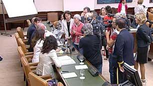 Ver vídeo  'Enfrentamiento por las enmiendas a la reforma laboral'