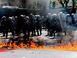 Ver v?deo  'Enfrentamientos en Grecia en el primero de mayo'