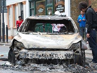 Ver vídeo  'Los enfrentamientos en Tottenham dejan 26 policías heridos y 42 detenidos'