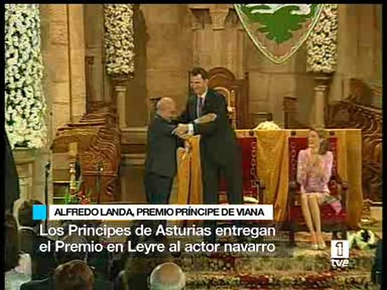 Ver vídeo  'Entregado a Alfredo Landa el Premio Príncipe de Viana de la Cultura'