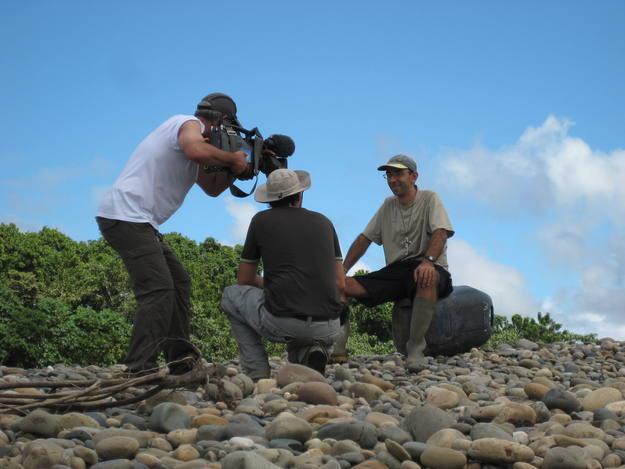 Entrevistando a David Martínez de Aguirre, en la selva peruana. La defensa de los pueblos indígenas y de su territorio amenazado por las empresas de hidrocarburos.