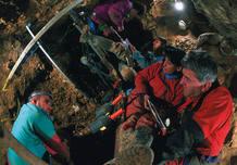 Equipo de Atapuerca en la Sima de los Huesos.