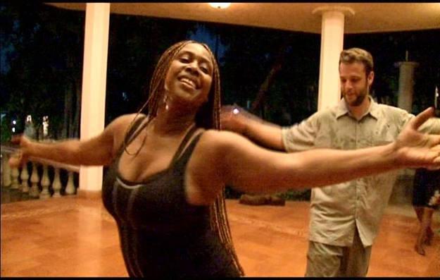 El equipo de Buscamundos recibió una clase de danza tradicional haitiana basada en los tambores del vudú