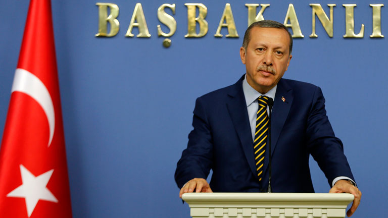 Erdogan cambia a 10 ministros del gabinete mientras arrecian las protestas en Turquía