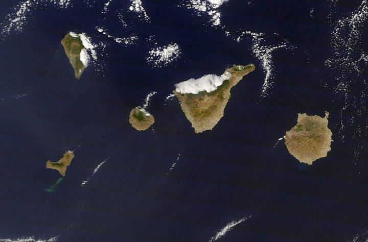La erupción submarina en El Hierro es visible desde el espacio