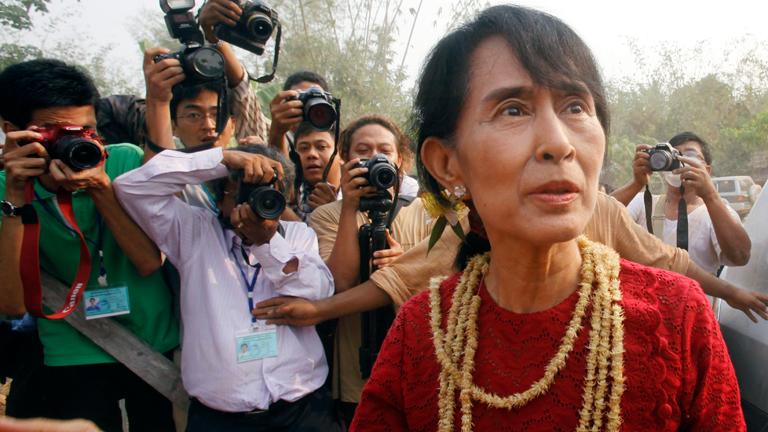 Aung Sang Suu Kyi consigue un escaño histór