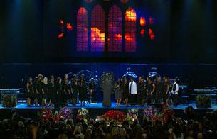 Ver v?deo  'En el escenario del Staples Center un coro gospel da comienzo al memorial de Michael Jackson'