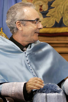 El escritor Juan Jos&eacute; Mill&aacute;s, tras recibir el Honoris Causa por la Universidad de Oviedo, el 3 de noviembre de 2007.