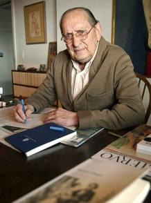 Miguel Delibes en una foto de archivo en 2002