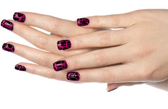 Esmaltes craquelados se instalan en tus uñas este otoño
