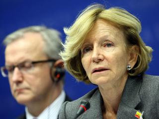 Ver v?deo  'España anuncia su decisión de adelantar los plazos para conseguir reducir el déficit público'