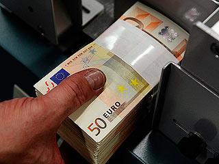 Ver vídeo  'España coloca casi 10.000 millones en bonos, el doble de lo previsto'
