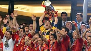 España completa la triple corona con una goleada histórica