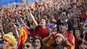 Ver vídeo  'España se echa a la calle para ver a la Roja'