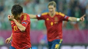 España se recrea con Irlanda y toma el mando del grupo