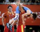 La española Maider Unda celebra la medalla de bronce al vencer a la bielorrusa Vasilisa Marzalyuk en la categoria de -72 kilos del torneo olimpico de lucha grecorromana hoy.