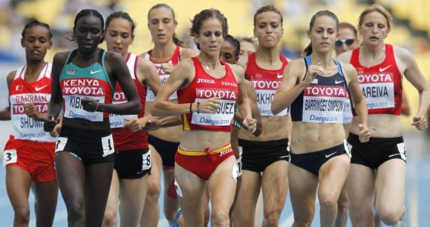 La española Natalia Rodríguez (centro) compite en la prueba de 1500m de mujeres en el Mundial de Atletismo de Daegu.