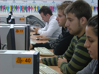 Ver v?deo  'Los españoles están entre los que más dependen de sus familias para financiar sus estudios'
