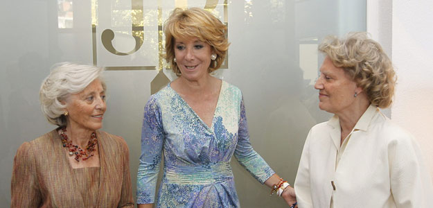 Esperanza Aguirre con las hermanas de Jesús del Pozo