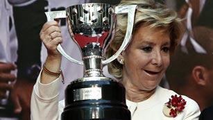 Ver vídeo  'Esperanza Aguirre plantea suspender la final de la Copa del Rey si hay pitadas'