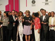 Esperaza Aguirre brindando con los participantes de Cibeles