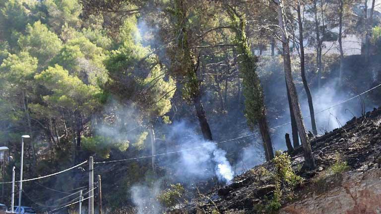 En Vallirana, Barcelona, se da por estabilizado, el incendio que comenzó ayer por la tarde