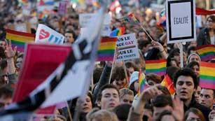 Ver vídeo  'Este martes comienza a debatirse en París el proyecto de ley que permite el matrimonio entre homosexuales'