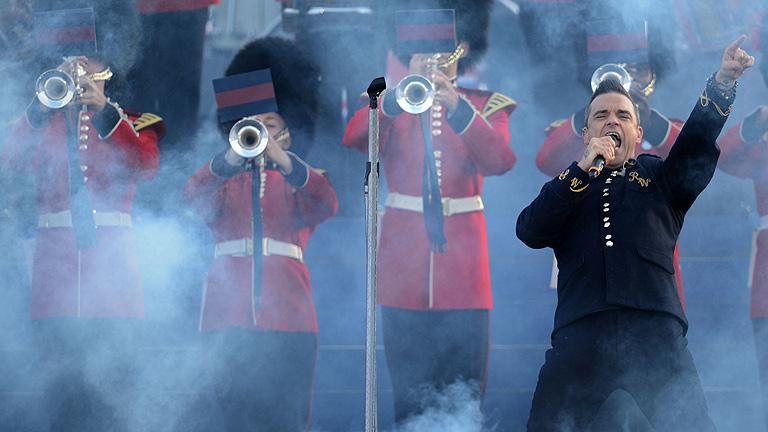 Las estrellas de la música británica celebran con Isabel II su Jubileo de diamante