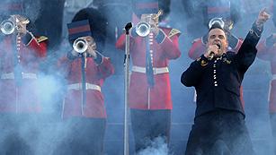 Ver vídeo  'Las estrellas de la música británica celebran con Isabel II su Jubileo de diamante'