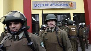 Ver vídeo  'Los estudiantes chilenos ocupan institutos de secundaria para reclamar educación pública'