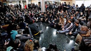 """Ver vídeo  'Los estudiantes encerrados en Valencia auguran una semana """"dura"""" de protestas tras los incidentes'"""