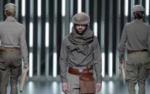 Varios modelos lucen sendas creaciones de Etxeberría en la última sesión de la 53 edición de Cibeles Madrid Fashion Week, que hoy está protagonizada por los jóvenes diseñadores reunidos en El Ego.