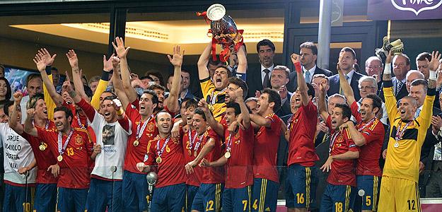 Casillas levanta la Eurocopa 2012.