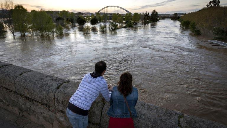 Los vecinos de Barbaño, en Badajoz, evacuados ante la previsión de crecida del río Guadiana