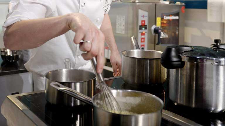 El ex cocinero de la Moncloa ha publicado un libro y rememora algunos secretos de fogones