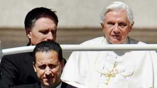 Ver vídeo  'El ex mayordomo del papa será juzgado por filtrar documentos'