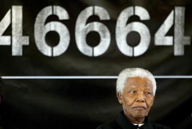 El ex prisionero 46664, presidiendo un concierto en favor de los enfermos de sida, poco antes de cumplir 90 años
