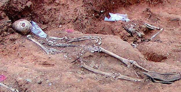 Exhuman una fosa común en Cazalla de la Sierra, Sevilla.