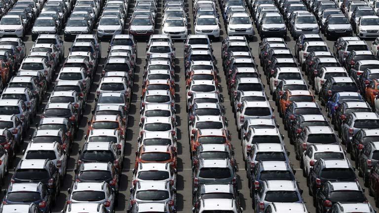 Competencia abre expediente a empresas y concesionarios de coches por fijar precios
