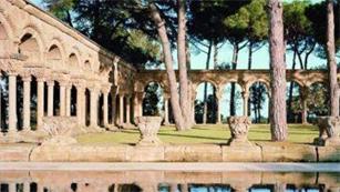 Ver vídeo  'Expertos estudian la autenticidad del claustro románico hallado en Palamós'