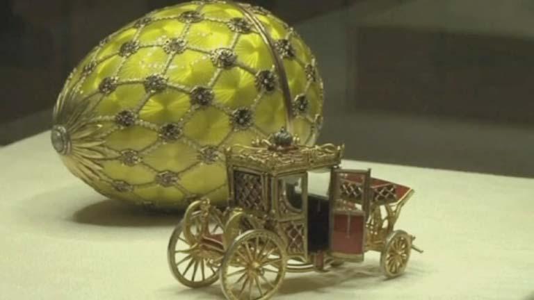 Exposición de los huevos de Fabergé, icono de la la Rusia zarista, en San Petersburgo