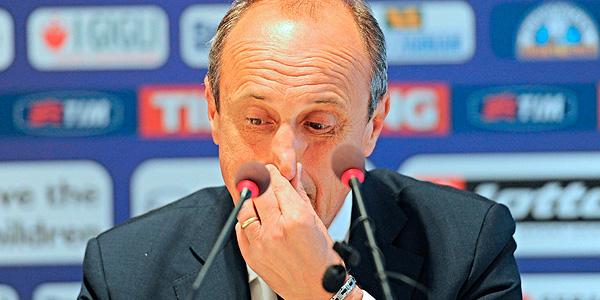 El extécnico del Fiorentina Delio Rossi ofrece una rueda de prensa para pedir perdón.